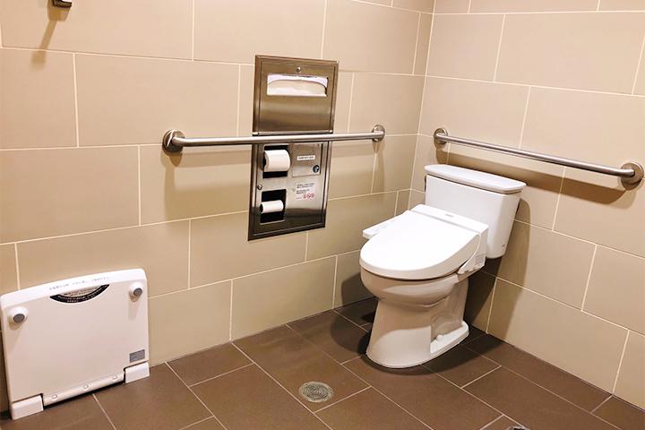 ラウンジ内トイレ完備