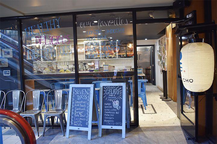 ワイキキショッピングプラザの地下1階に構えるカフェ Sevendays