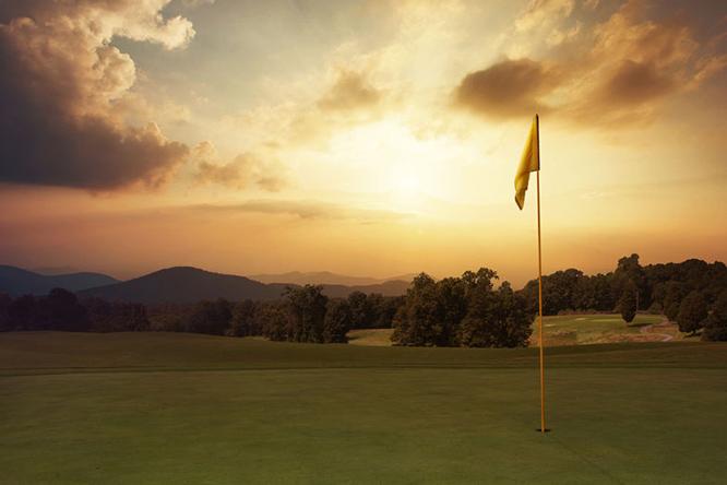 夕焼けのゴルフ場