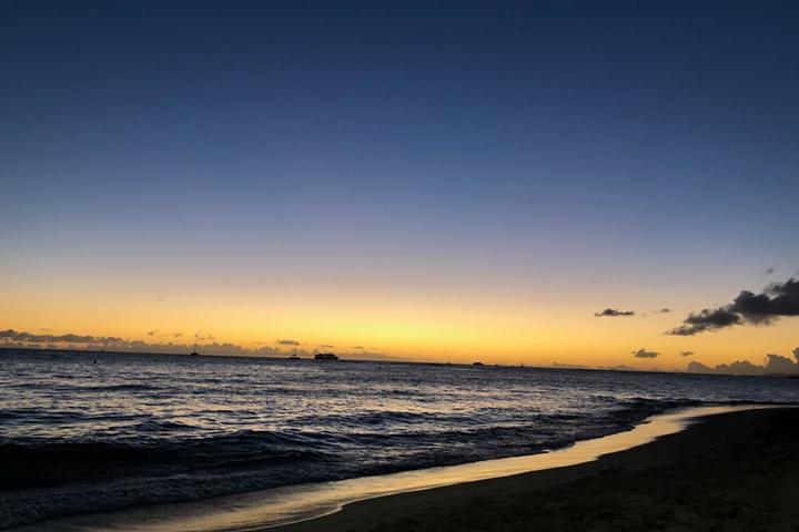夕日の沈んだビーチ